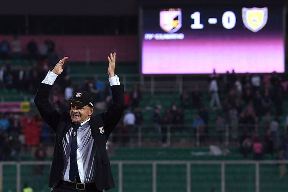 PALERMO, ITALY - NOVEMBER 08:  Head coach Giuseppe Iachiniof Palermo celebrates after winning the Serie A match between US Citta di Palermo and AC Chievo Verona at Stadio Renzo Barbera on November 8, 2015 in Palermo, Italy.  (Photo by Tullio M. Puglia/Getty Images)