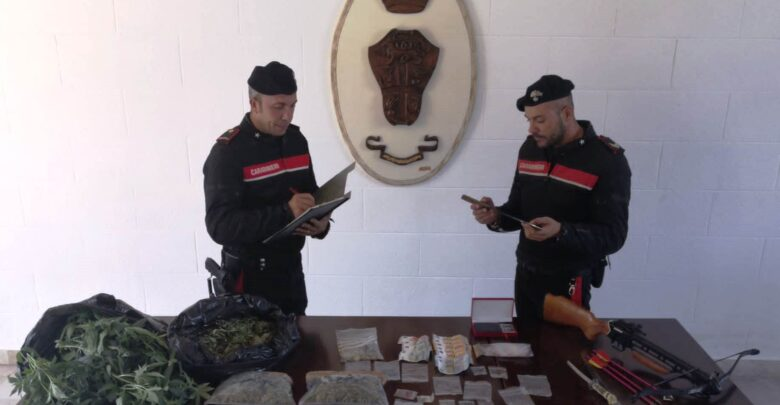 carabinieri - cubano- serpenti- armi