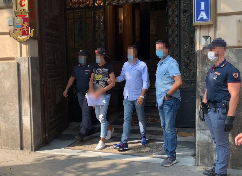 polizia arresta rapinatori centro storico