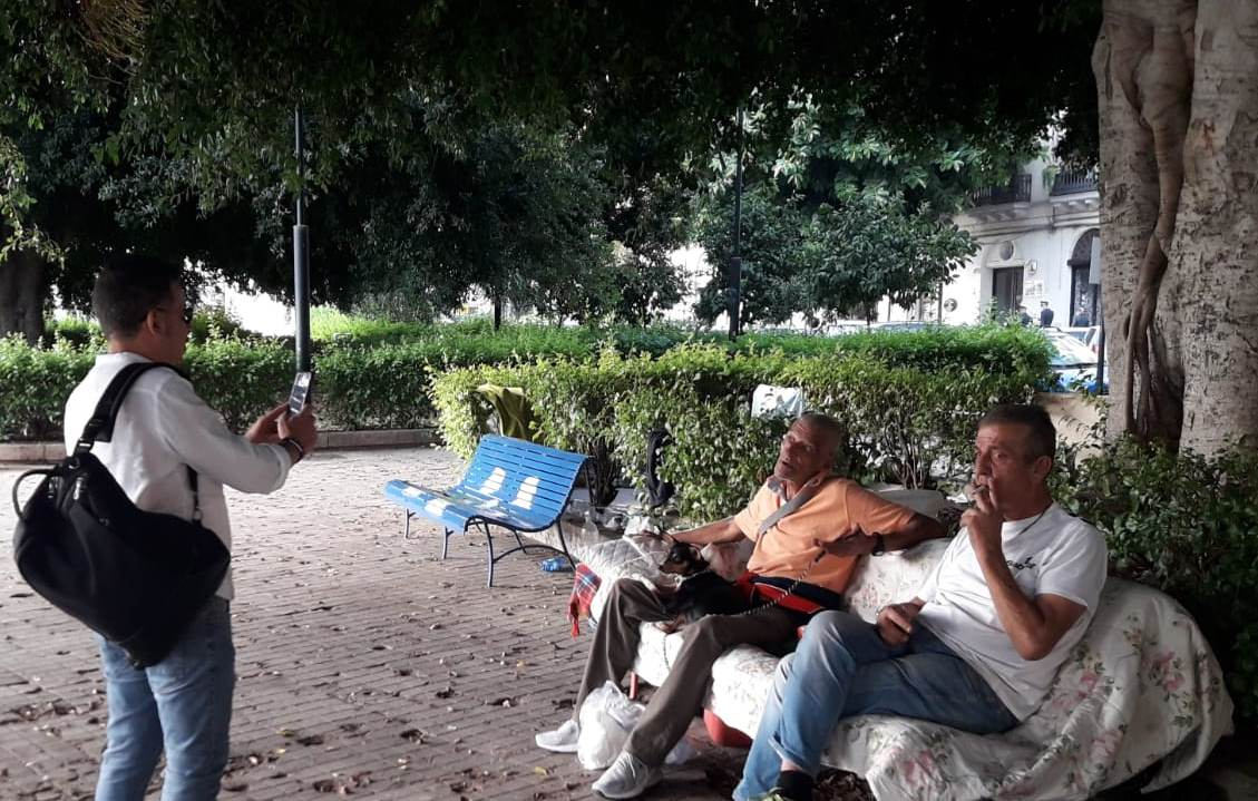 senza dimora fissa- piazza XIII Vittime - panchine